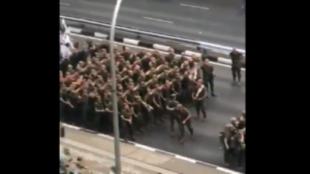 La legión bailando al ritmo de 'Paquito el Chocolatero'