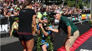 Patrick Lange pide matrimonio a su novia tras ganar el Ironman