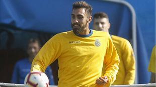 Borja Iglesias se ejercita en la Ciudad Deportiva.