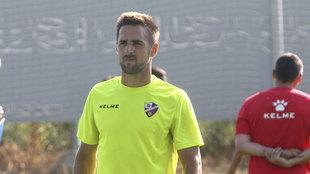 Jorge Miramón en un entrenamiento con el Huesca