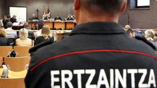 Juicio a seis agentes de la Ertzaintza por la muerte del aficionado...
