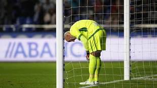 José Juan se lamenta tras el tercer gol, después de un resbalón...