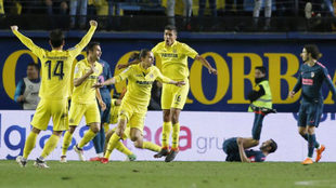 Enes Ünal celebra su tanto ante el Atlético de Madrid la pasada...