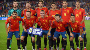 Spain's players pose before the UEFA Nations League football...