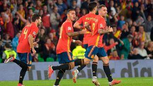 Celebración del gol de Alcácer