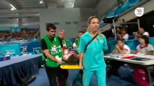 Las asistencias médicas intervinieron para sacarlo en camilla.