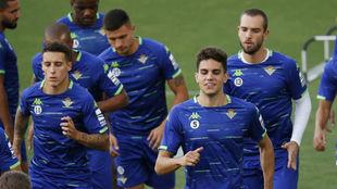 Bartra, Pau López y Carvalho, entre varios compañeros.
