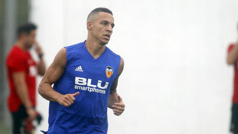Rodrigo Moreno, durante un entrenamiento con el Valencia.
