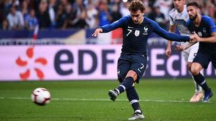 Griezmann en el momento de lanzar el penalti ante Alemania.