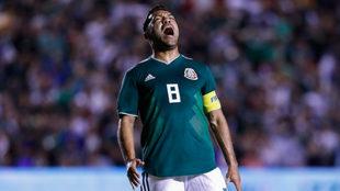Marco Fabián lamenta el gol de Chile