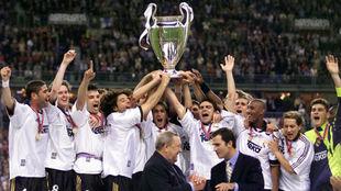 Los jugadores del Madrid celebrando la Octava.
