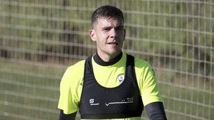 Álex Gallar entrenándose con la SD Huesca.