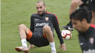 Aleix Vidal (29), en un entrenamiento del Sevilla.