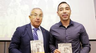 Alejandro Blanco, presidente del COE, con Jorge García, autor de...