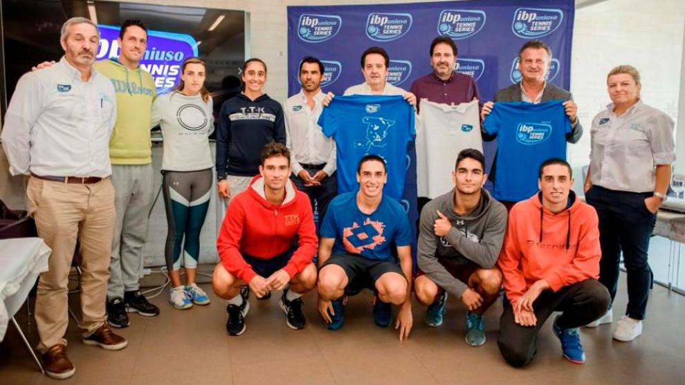 Participantes y miembros de la organización del Masters de las IBP...