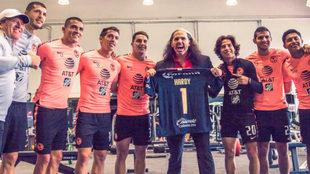 Matt Hardy convive con los futbolistas del América