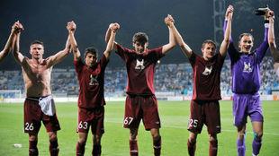 Los jugadores del Rubin celebran una victoria sobre el Dinamo Kiev en...