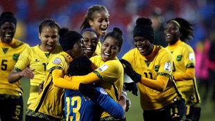 La selección jamaicana celebra uno de los goles ante Panamá.