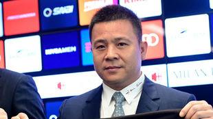 Li Yonghong, en su presentación con el Milan.