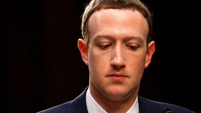 Quieren que Mark Zuckerberg abandone la presidencia de Facebook
