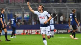 Eriksen celebra un gol con el Tottenham.