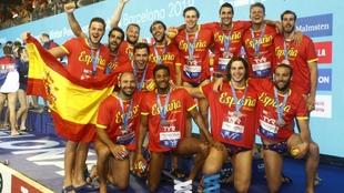La selección española celebra la plata lograda el pasado Europeo.