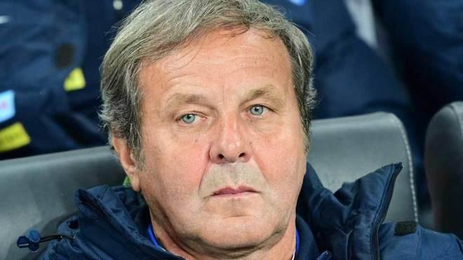 Kozak, en el banquillo durante un partido de Eslovaquia.