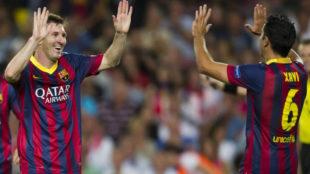 Messi y Xavi celebran un gol en el Barça.