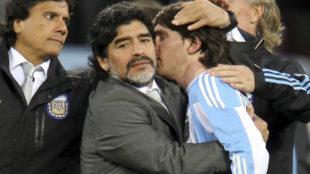 Maradona y Messi, en el Mundial 2010.