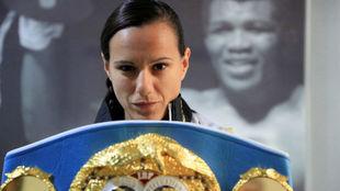 Joana Pastrana, tras revalidar el título del mundo del peso mínimo