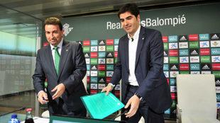 José Miguel López Catalán y Ángel Haro, antes de una rueda de...