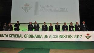 Los dirigentes del Betis, antes de la Junta de Accionistas del 2017.