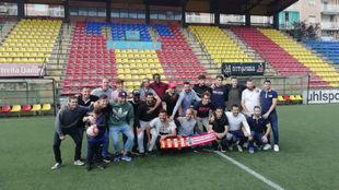 Los jugadores del UE Sant Andreu celebran el sorteo.