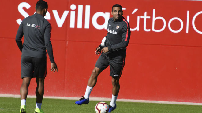Mercado, with Muriel at Friday's training session
