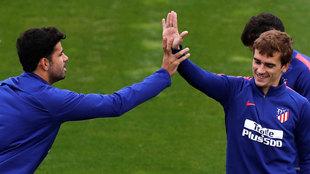 Diego Costa y Griezmann en el entrenamiento de esta mañana.