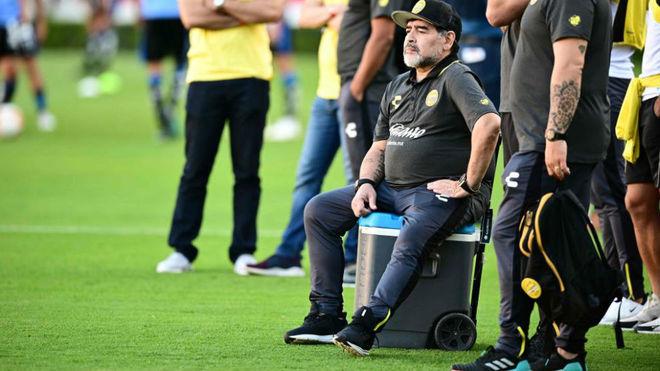 Grave enfermedad llevará a Maradona a operarse