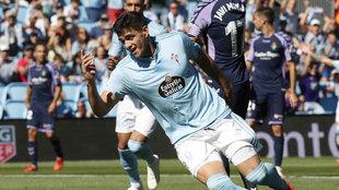 Maxi Gómez celebrando un gol contra el Celta.