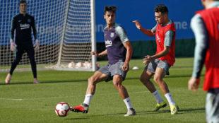 Chumi, en un entrenamiento con el primer equipo del Barcelona.
