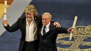 Messner y Wielicki, tras recibir el Princesa de Asturias de los...