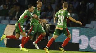 Tomás Pina celebra su tanto contra el Celta de Vigo