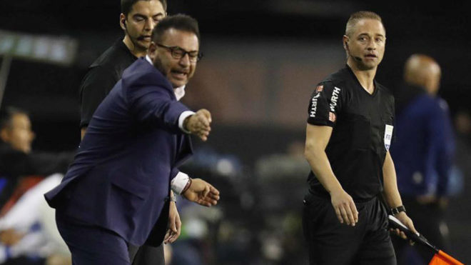 Antonio Mohamed, técnico el Celta de Vigo, da indicaciones durante el...