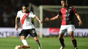 Disputa del balón entre River Plate y Colón