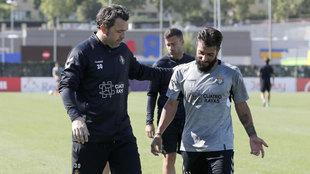 Sergio González y Daniele Verde, durante un entrenamiento del...