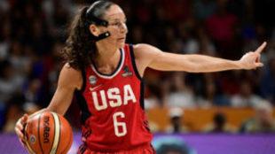 Sue Bird jugando el Mundial de Tenerife 2018 con Estados Unidos