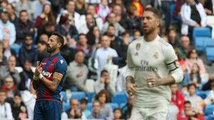 Morales celebra su gol en el Bernabéu.