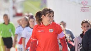 Alicia Gómez, portera y capitana del Rayo Vallecano, portando un...