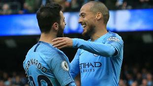 Bernardo y David Silva, celebrando un gol.