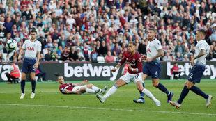 Chicharito volvió a jugar con el West Ham.