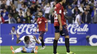 Álvaro Vázquez se lamenta de una ocasión fallada.