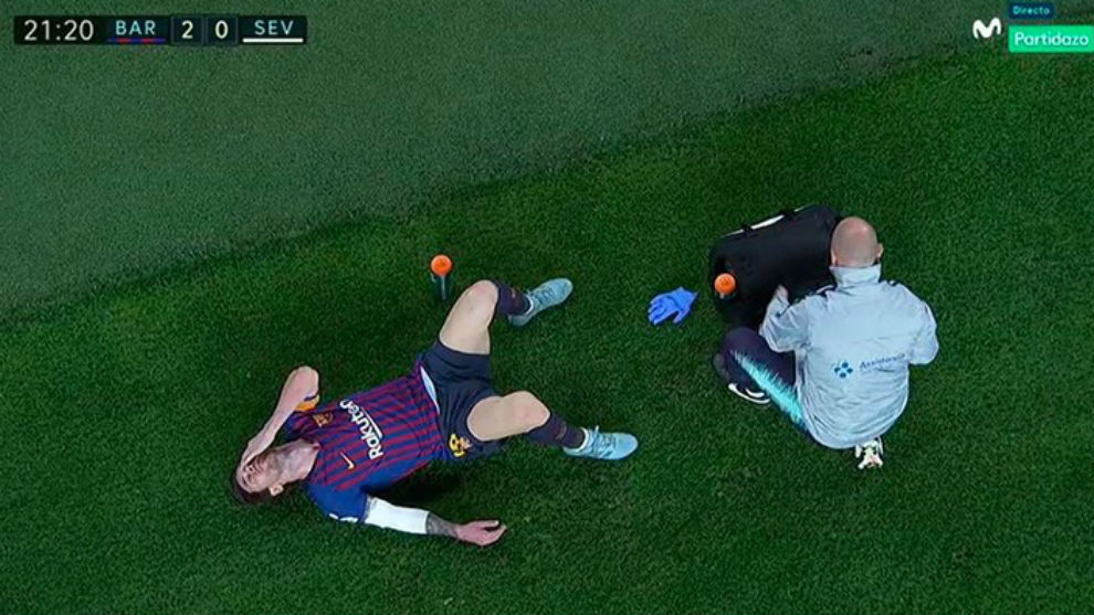 El Camp Nou enmudece: Messi es sustituido por lesión en el codo